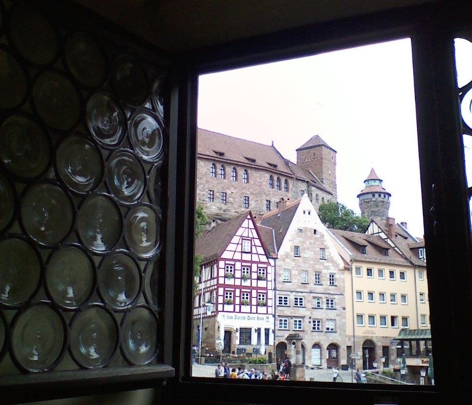 View from the window of the Albrecht Dürer Haus looking at the Kaiserburg in Nürnberg, Germany - Photo: Martha Kraft
