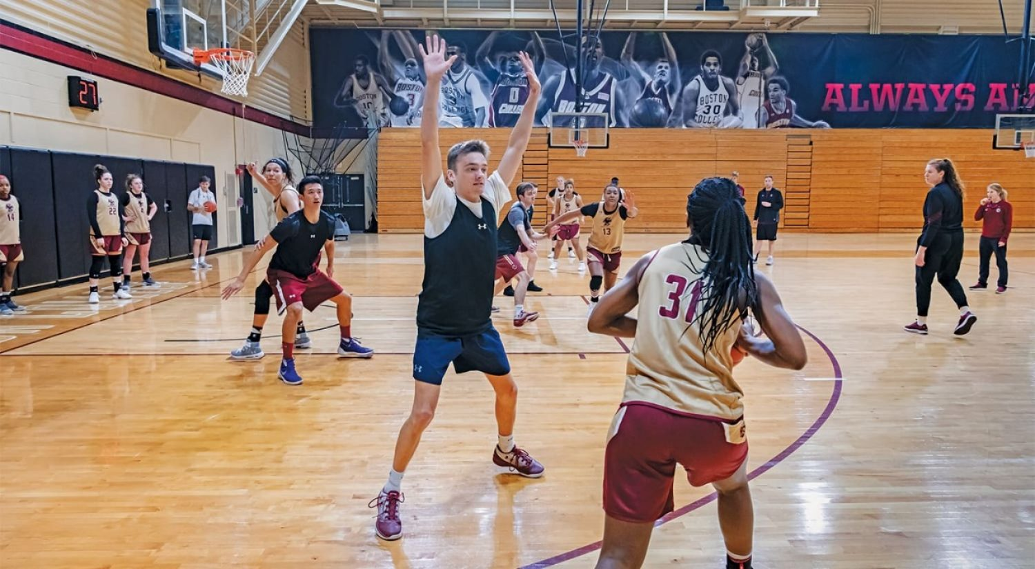 Women's basketball team works out with scout team