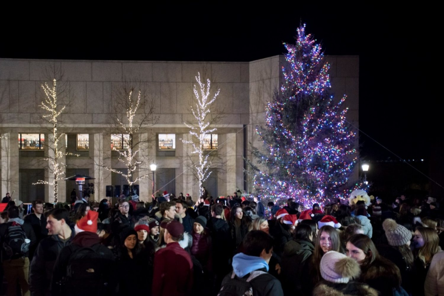 Students and Christmas tree on the Plaza