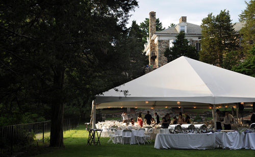 Dimensions 142 39 x 53 39 Capacity 400 tent Ideal for wedding receptions