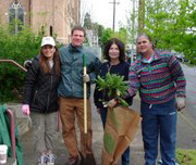 Alumni in Portland, OR, participate in Day of Service.