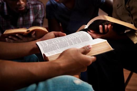 Billedresultat for open bible with hands